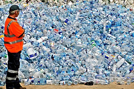 limbah kemasan plastik